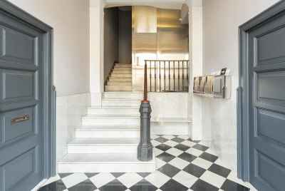 Spacious renovated apartment near Plaza Universitat square